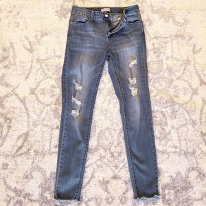 GOOD COND K'S MORE STRETCHY RIPPED SKINNY JEANS